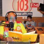 יציק הליצן קורא ברדיו 103 FM את הספר: דַּפְדַּף הספר שלא ידע לקרוא 30-08-2014